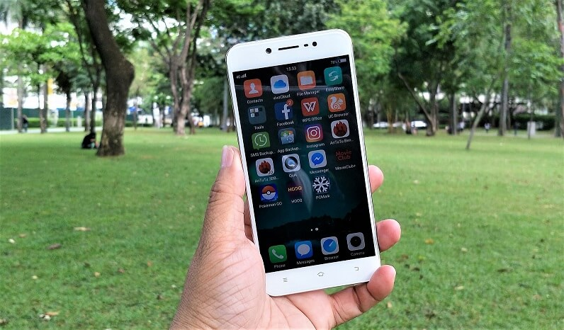 Vivo V5 Lite on hand - adobotech